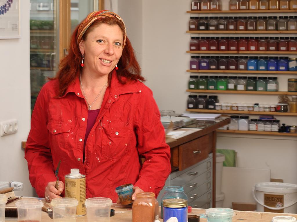 Claudia Rößner in Ihrem Werkstattladen